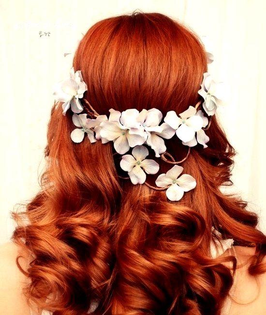 Bride's white flower crown Keywords: #hairstyles www.twitter.com/... plus.google.com/...