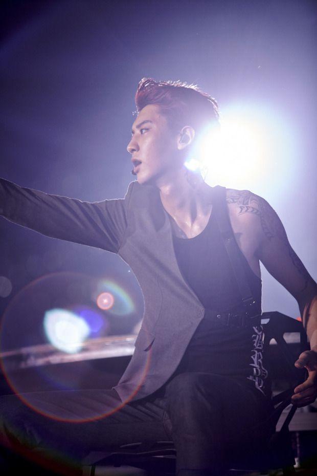 Chanyeol-ah! You're killing me!!