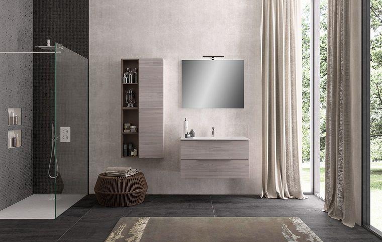 Sala da bagno arredata con un mobile sospeso e cabina doccia di ...