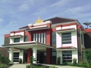 Lowongan Front Office Hotel Bandara Sofyan Candimas Natar Lampung Selatan Karirlampung Com Hotel House Styles Mansions