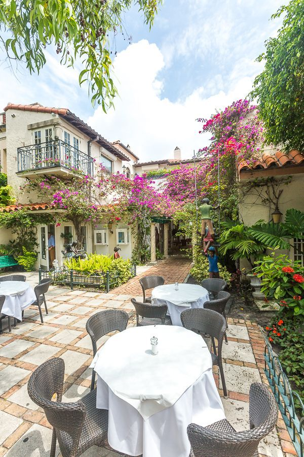 Charming Courtyard Dining On Worth Avenue In Palm Beach Florida