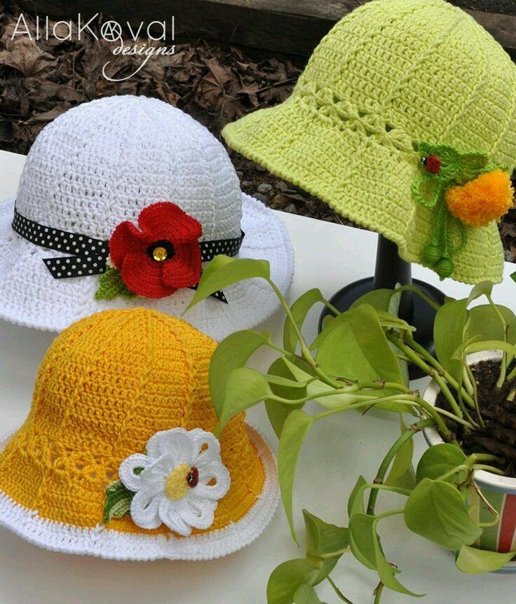 Tanti modelli di cappellini bimba a uncinetto con schemi  cf14eb56c563