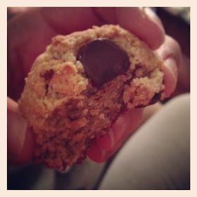 LIVIN IT: EASY Paleo Chocolate Chip Cookies