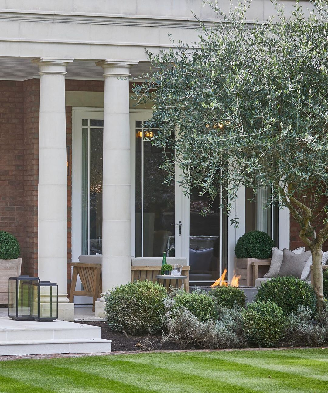 Sophie Paterson On Instagram Outdoor Living At Our Surrey Hills Project Sophiepatersoninteriors Garden Te In 2021 Sophie Paterson Interiors Outdoor Outdoor Living