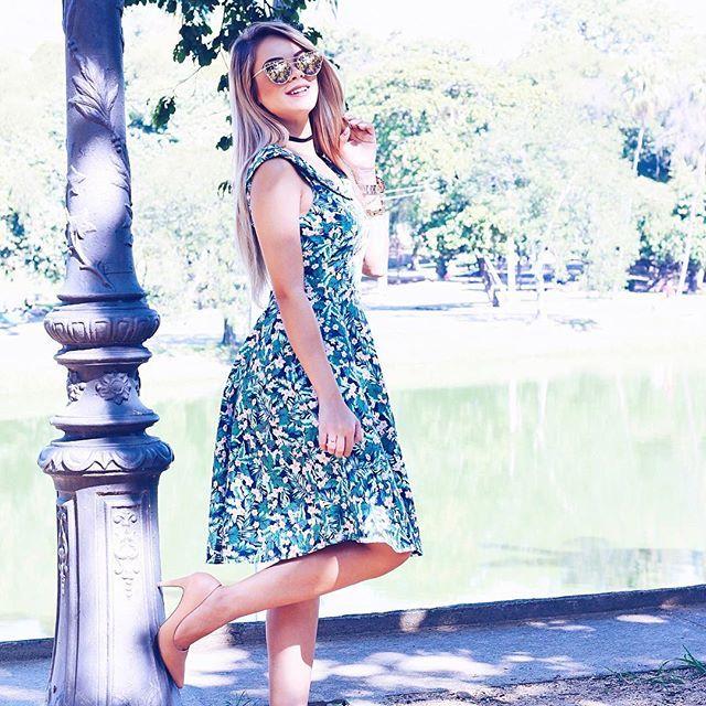 Bom diiia, meus amores 💕 O estilo midi me conquistou de jeito, fica tão romântico e arrumadinho né? #vestidomidi #feednovo #lookdabarbi