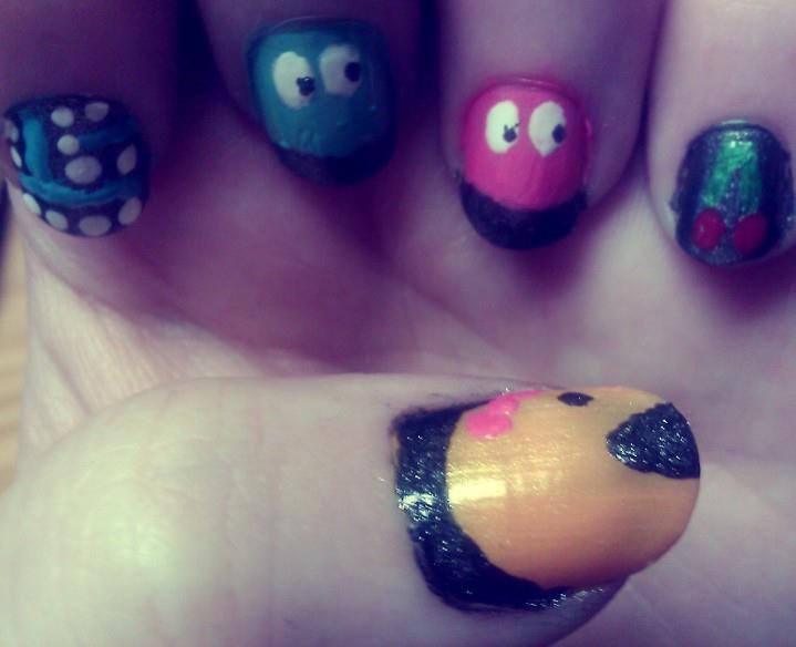 Fun & easy Pac man nails!