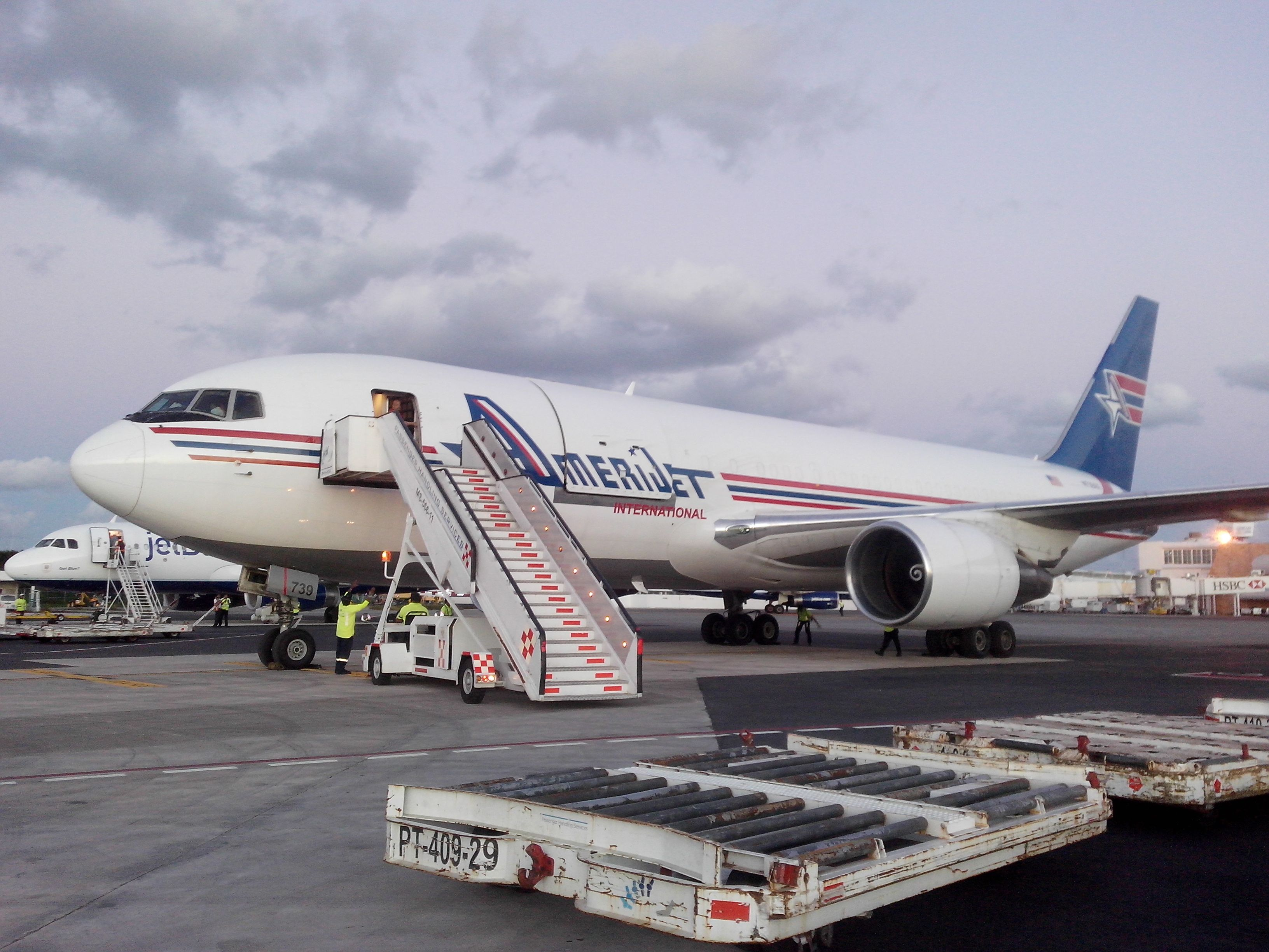 Amerijet 767 en Cancun Amerijet Pinterest Cancun