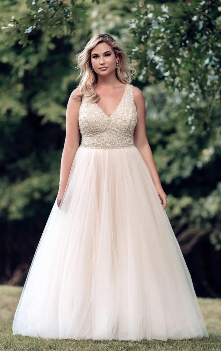 9764 In 2021 Allure Bridal Plus Size Wedding Gowns Full Figured Bride [ 1143 x 720 Pixel ]