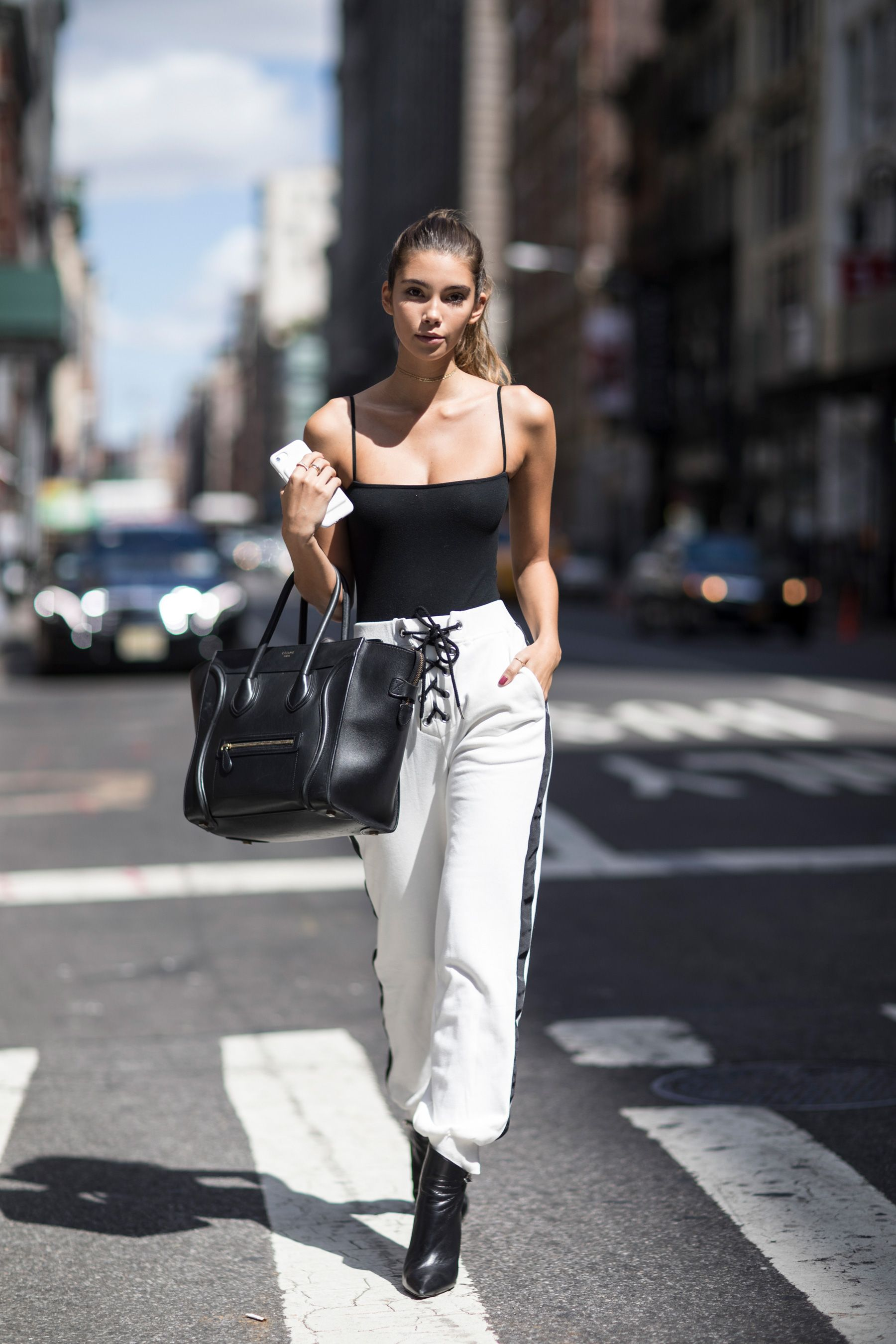 The Best Street Style From New York Fashion Week Street Style Spring 2018 The Art Of Fashion
