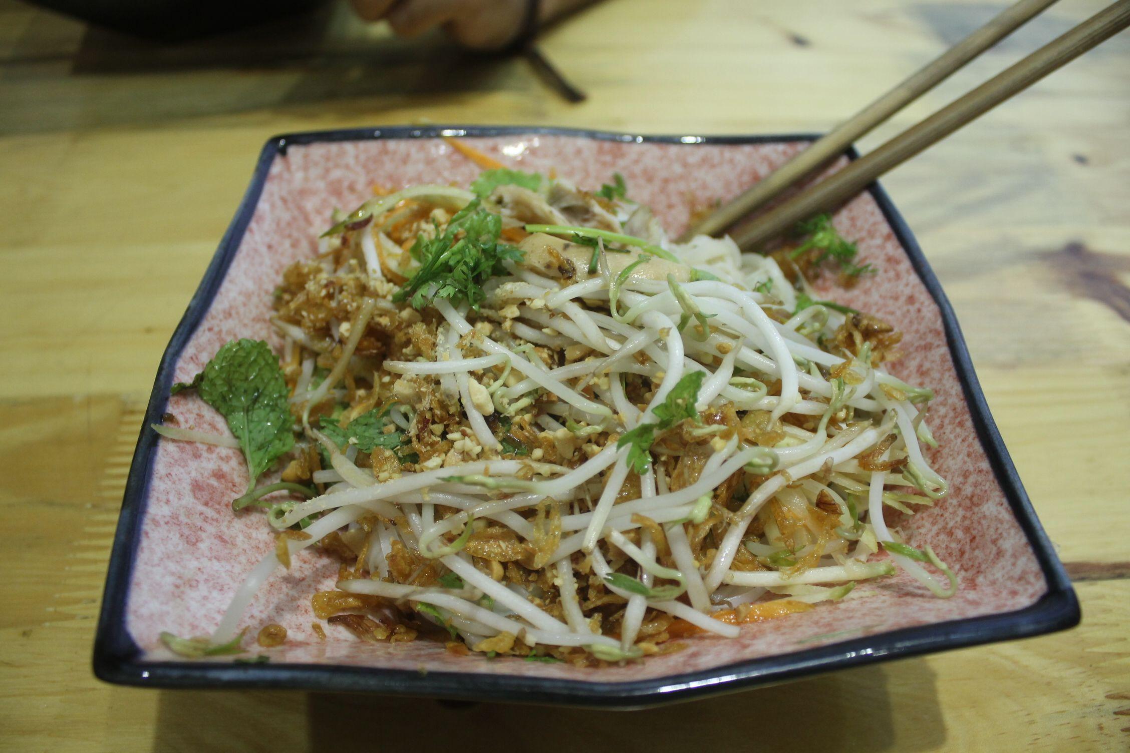 Phõ Gà Rau, una especie de Phõ Gà con hierbas aromáticas