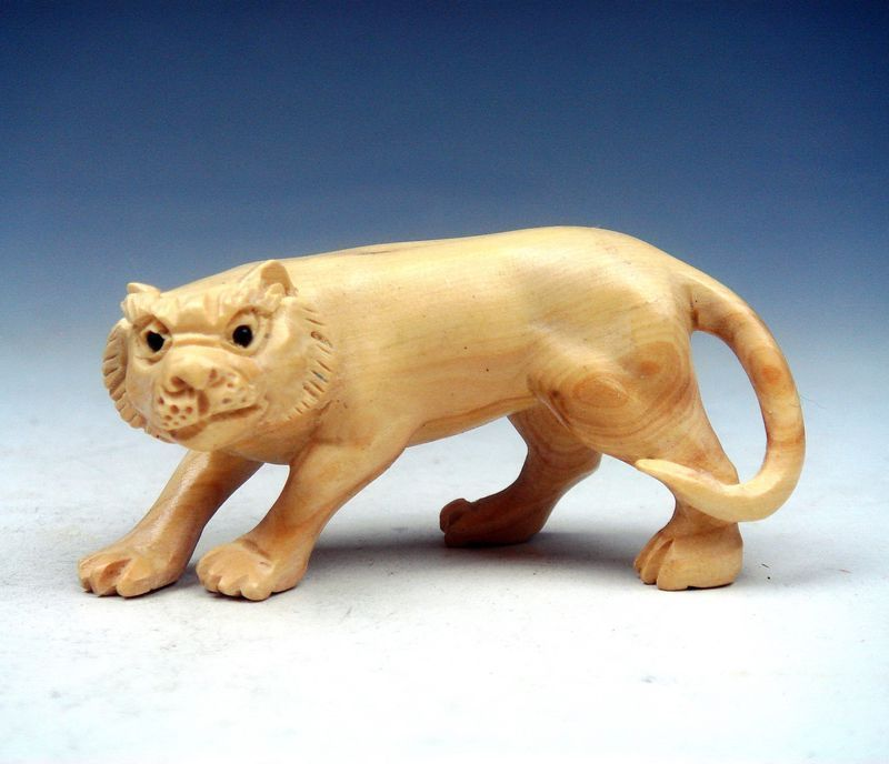 Boxwood Hand Carved Netsuke Sculpture Miniature Furious Tiger Walking #120515