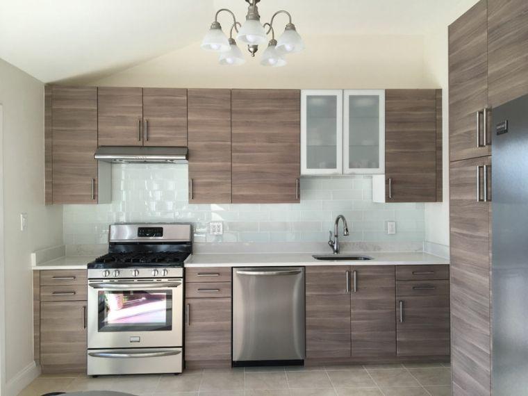 cucina-moderna-mobili-legno-elettrodomestici-acciaio-inox ...