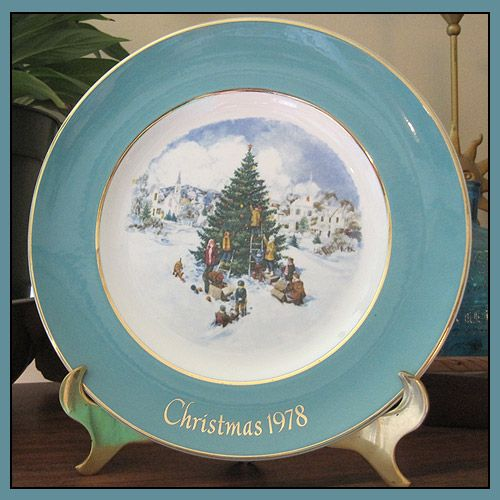 avon christmas 1978 plate in original box trimming the tree