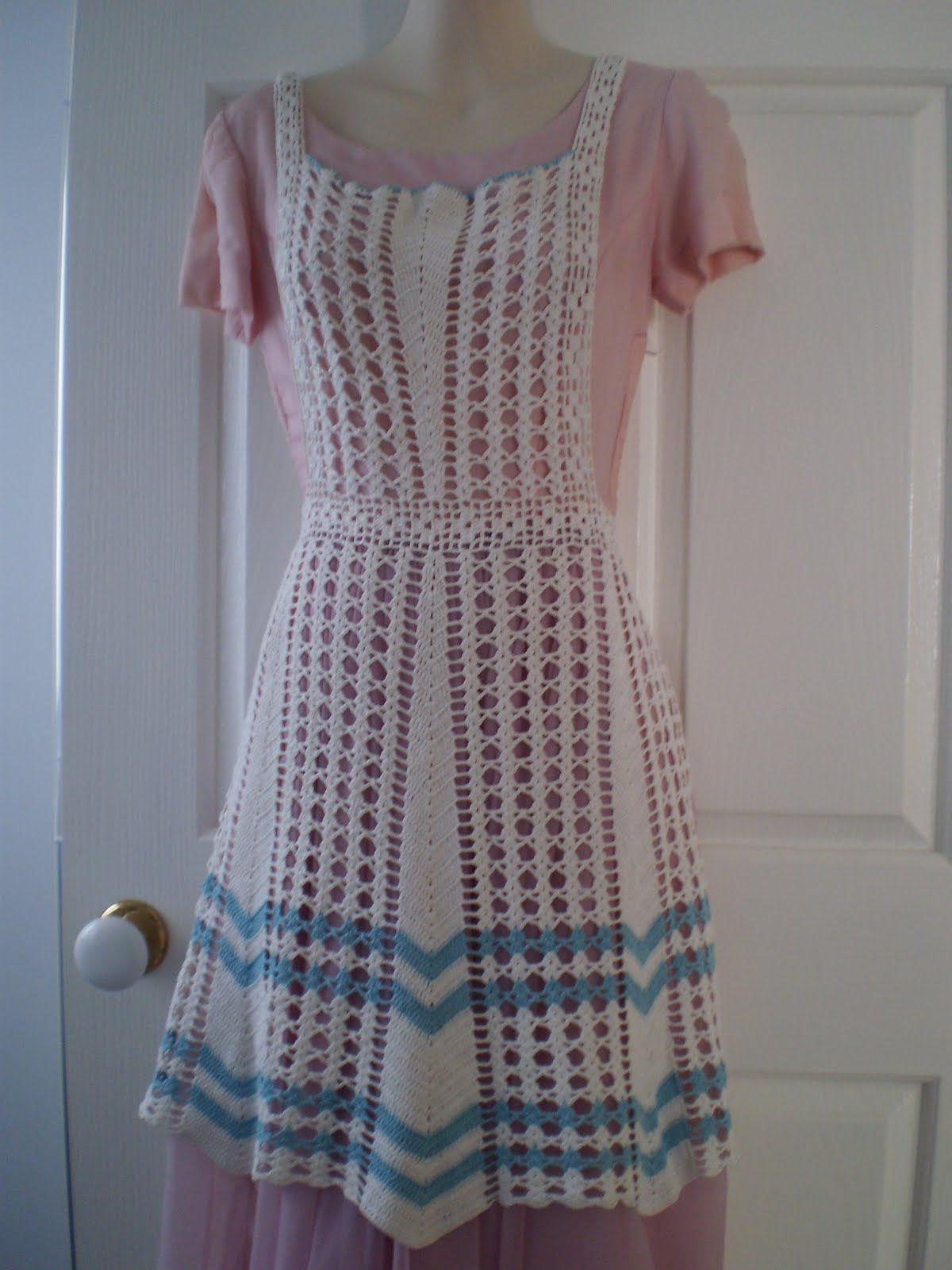I love this vintage apron! | Vintage Aprons | Pinterest