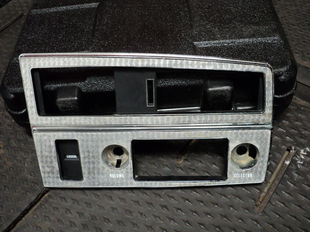 1971 1972 1973 Buick Riviera RH Dash Bezel Radio Air Vent