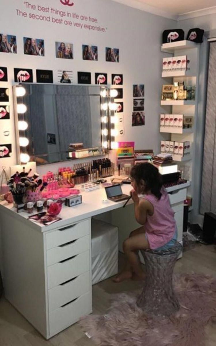 Makeup Vanity Table Ideas To Assist Your Makeup Routine Glaminati Com Bedroom Decor Room Decor Room Makeover