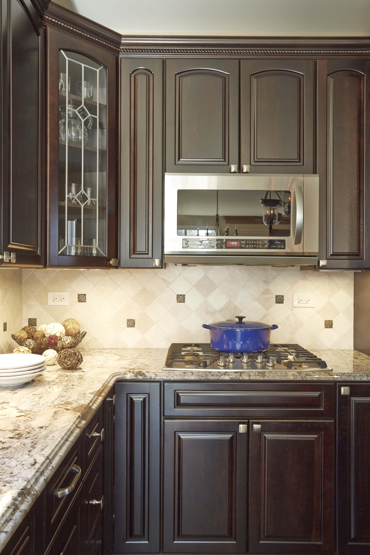 oyterus beige tumbled marble tiles by diamon tile kraftmaid cherry rh pinterest com