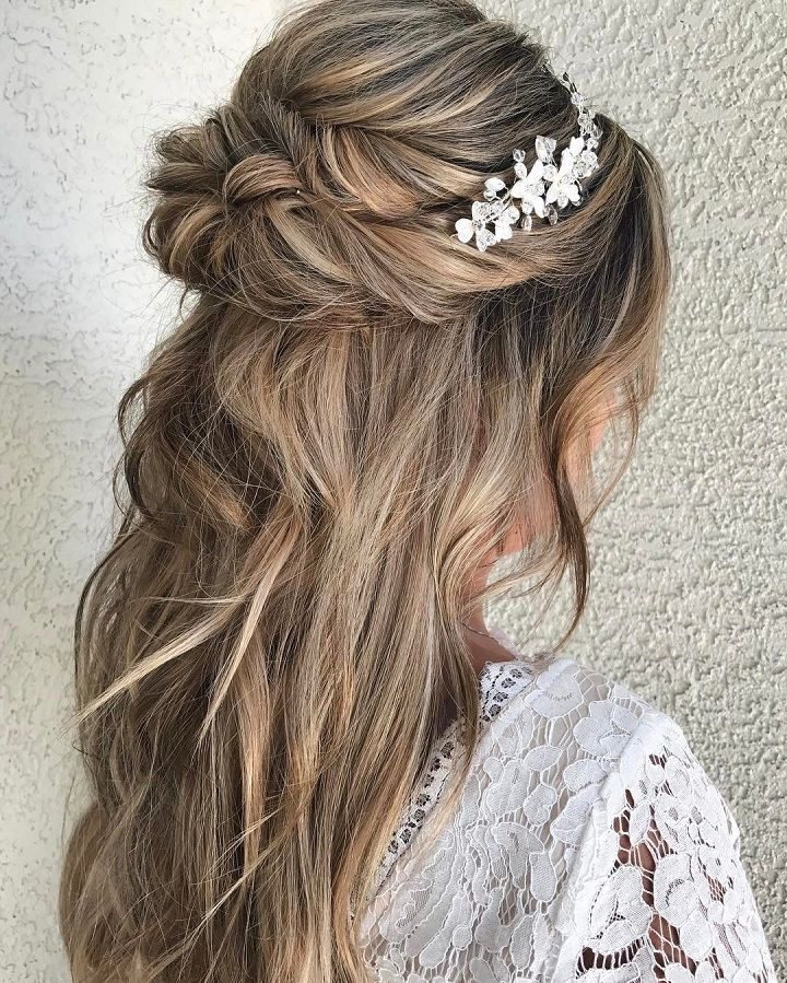 Half up and half down hairstyle #weddinghair #upstyle #halfuphalfdown #bridalhair #weddinghairstyle #halfdown #braidhair