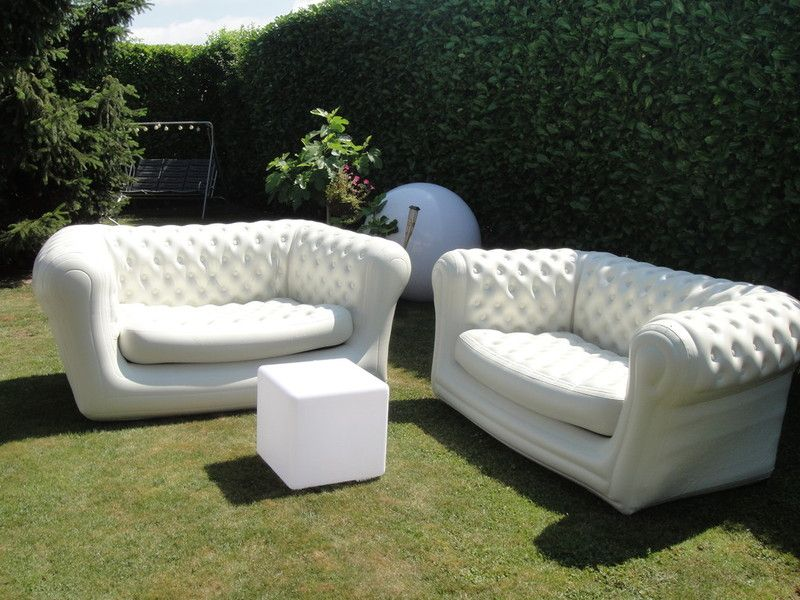 Location atypique canap gonflable chesterfield for Canape gonflable exterieur