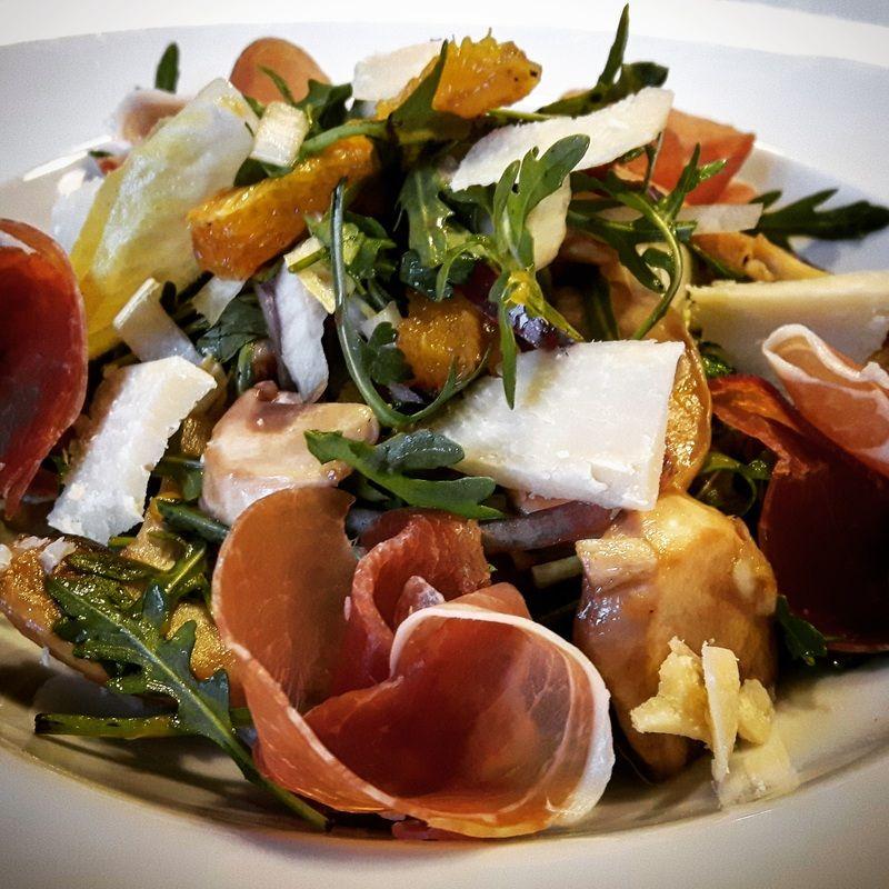 Gartensalat mit Orangen-Prosciutto und Gourmet-Knäcke  #Food #foodporn #foodblog