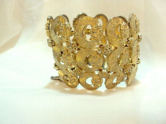 The History Of Vintage Costume Jewelry Brands Antique Costume Jewelry Vintage Costume Jewelry Jewelry