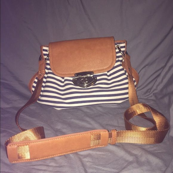 Nice condition cross body handbag Nice condition. Cross body. Charming Charlie Bags Crossbody Bags