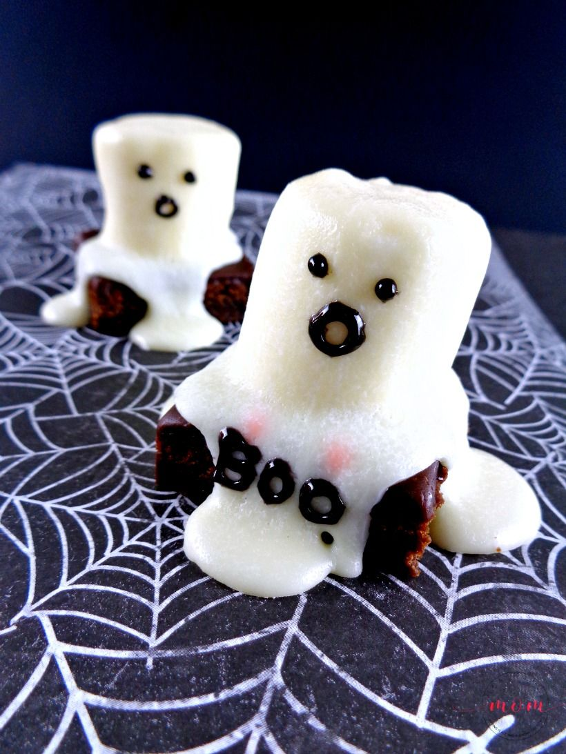 Quick and EASY Halloween brownies with ghosts!! This is a