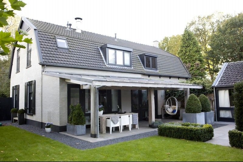 Mooie veranda strakke betegeling wit huis met antraciet zwarte kozijnen buiten pinterest - Huis idee ...