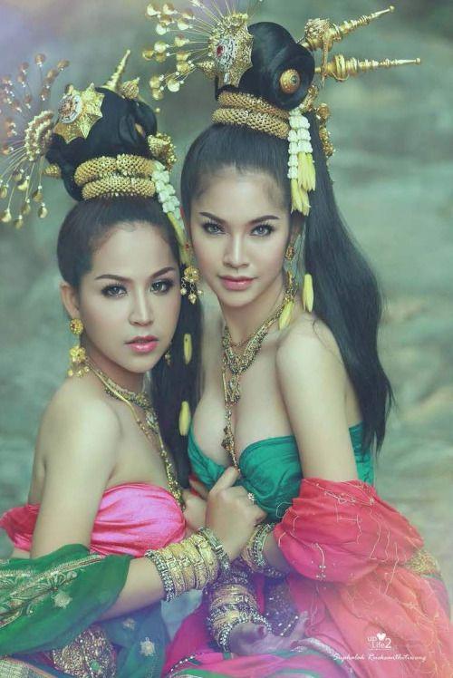 พระเพื่อน พระแพง  -by Suphalak Rueksanthitiwong