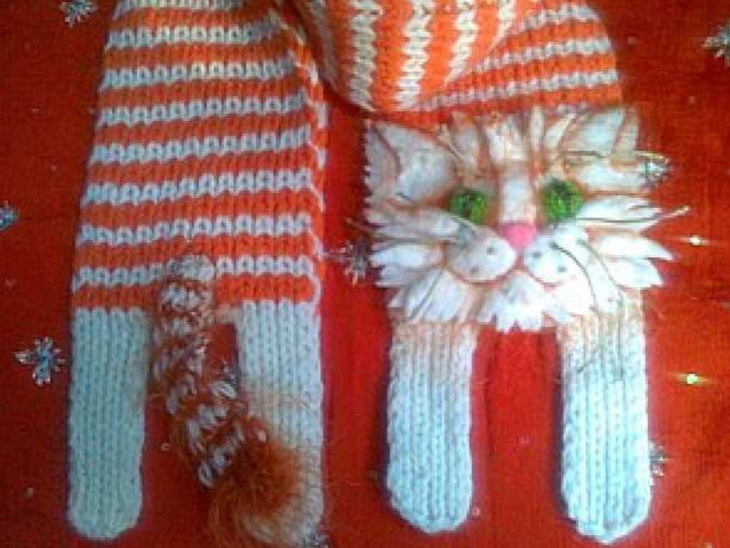 Knitted Cat Scarf Pattern Free Video Tutorial   Cat scarf, Scarf ...