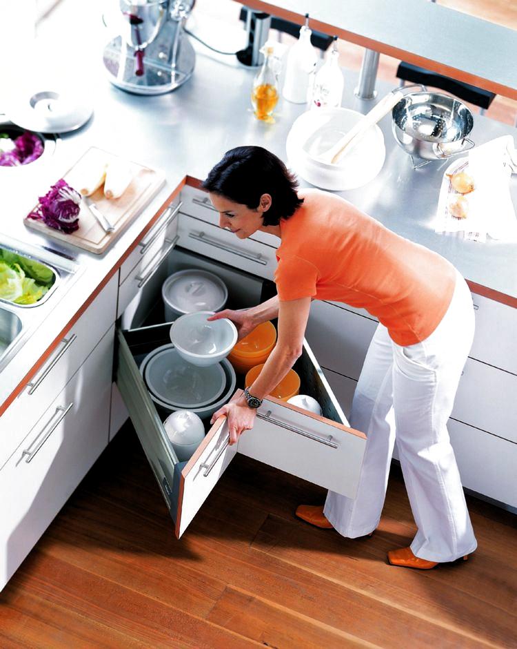 Den Eckschrank Der Kuche Komfortabel Gestalten 20 Ideen O In 2020 Farmhouse Kitchen Decor Kitchen Cupboards Corner Cupboard