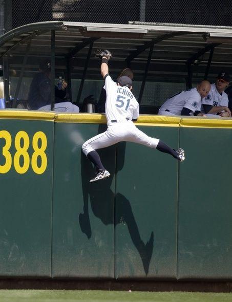 ichiro suzuki catch - Google Search | athletes | Pinterest | Ichiro