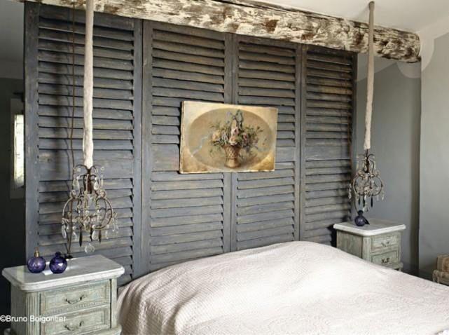 - Tete de lit avec vieux volets ...