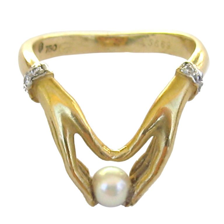Ladies 18k Gold Ring *hands Holding Pearl* Carrera Y Carrera ...