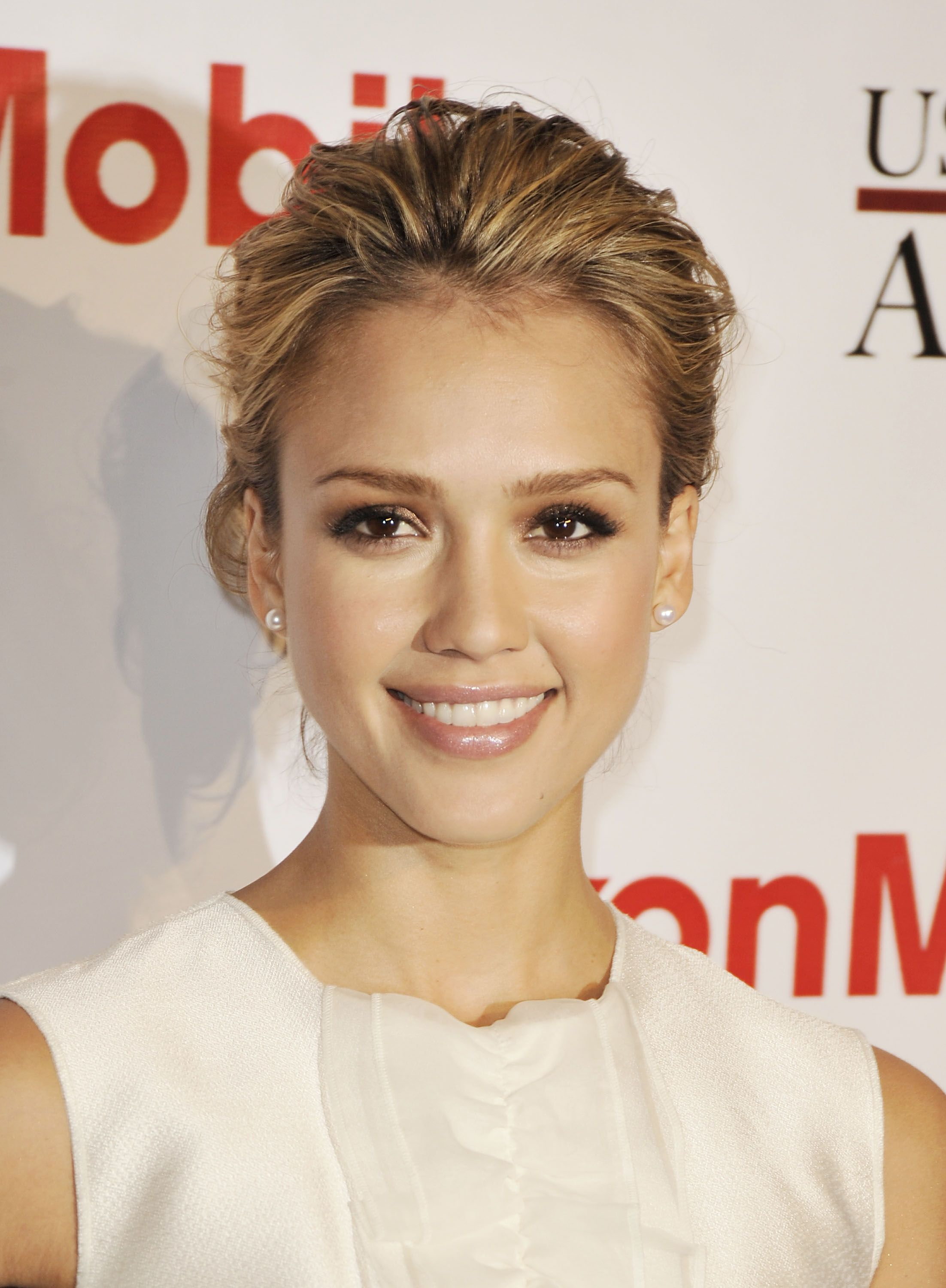 Jessica Alba Updo Hairstyles I Love The Look Of This Updo From The Front Loose But Polished
