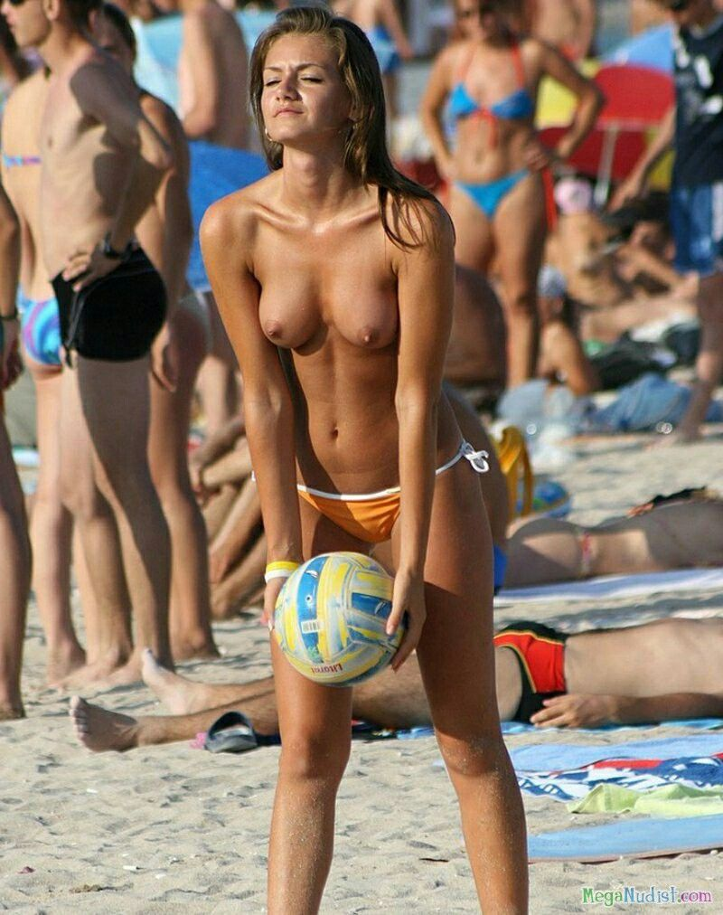Playing on girls beaches Naked vollebol