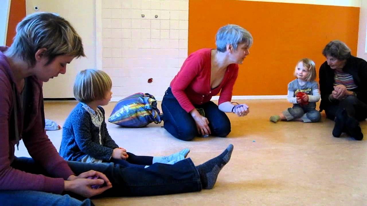 Slapen Op Grond : Liedje: er liggen bolletjes in de grond te slapen kleuters het