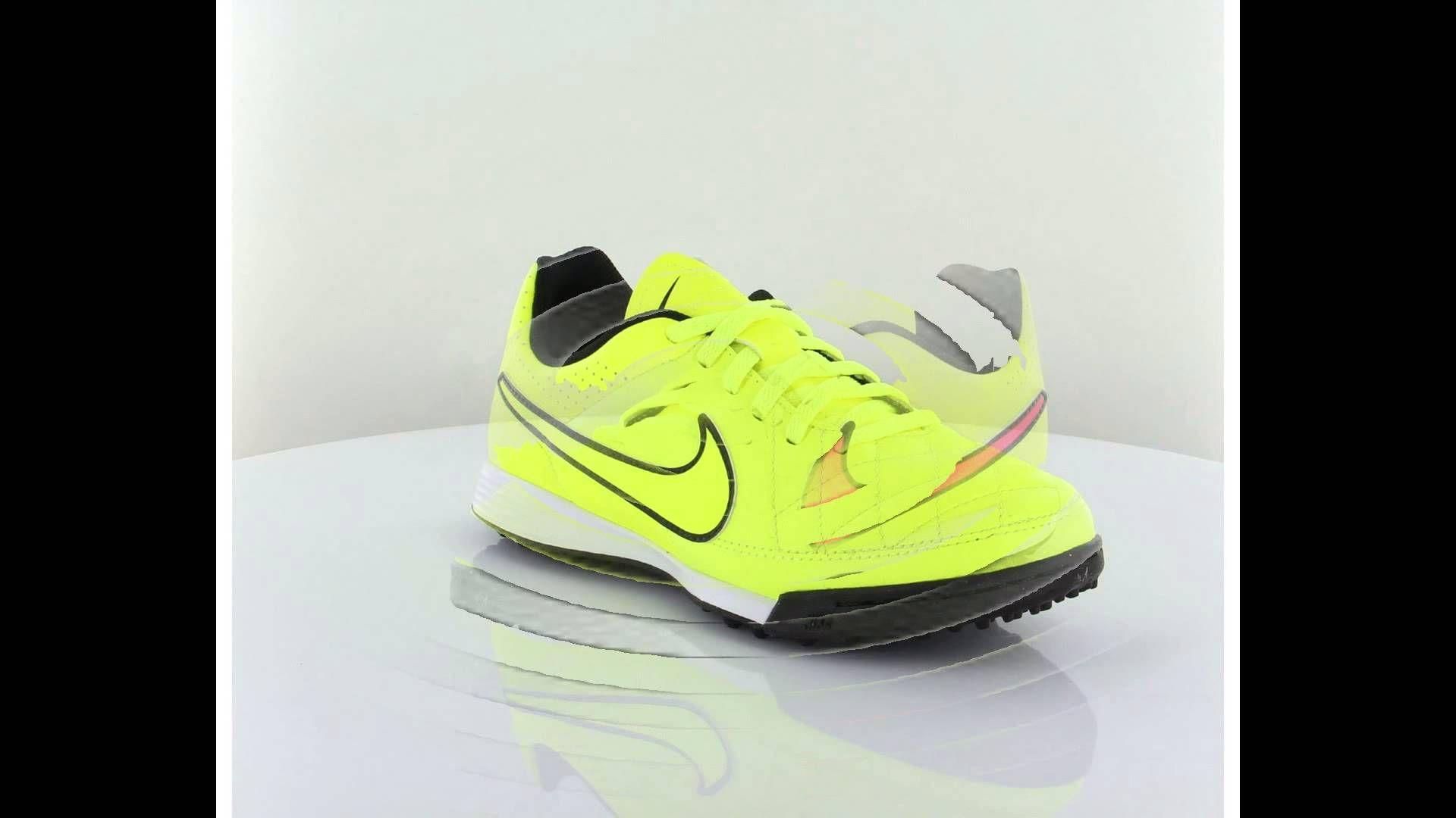 Spor Giyim ve Spor Ayakkabı Kataloğu panosundaki Pin