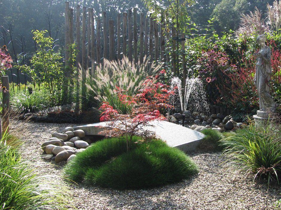 fontein japanse esdoorn beeld bloeiende vaste planten