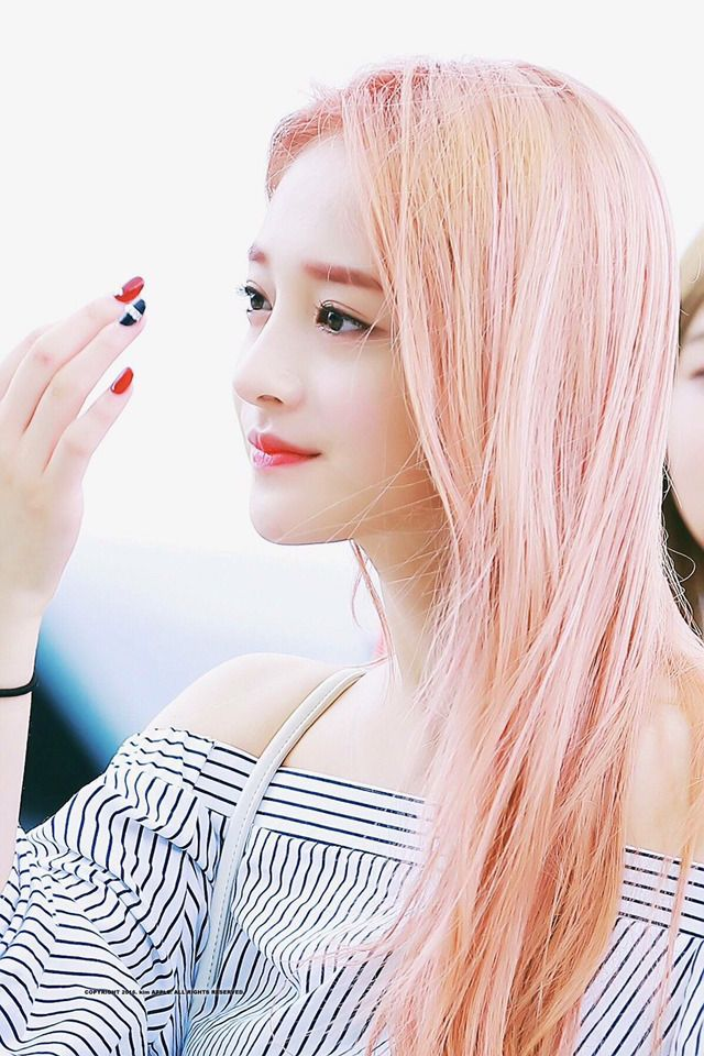 Pinky-Kyulkyung // IOI // Love this hair on her!