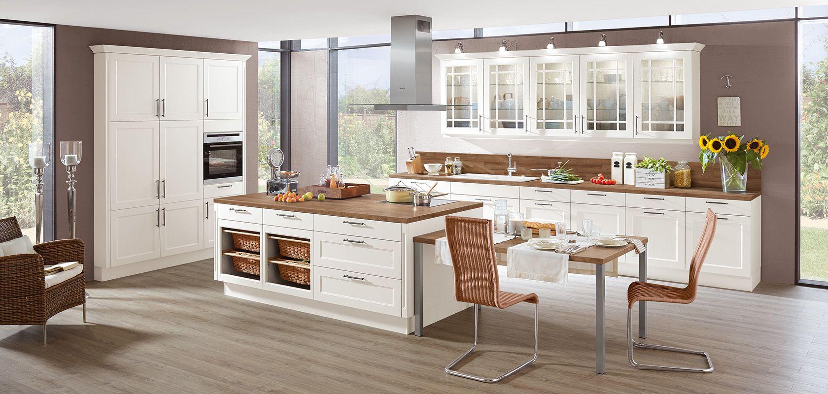Die CHALET 885 in \'Weiß matt\' ist eine Wohnküche im Landhausstil und ...