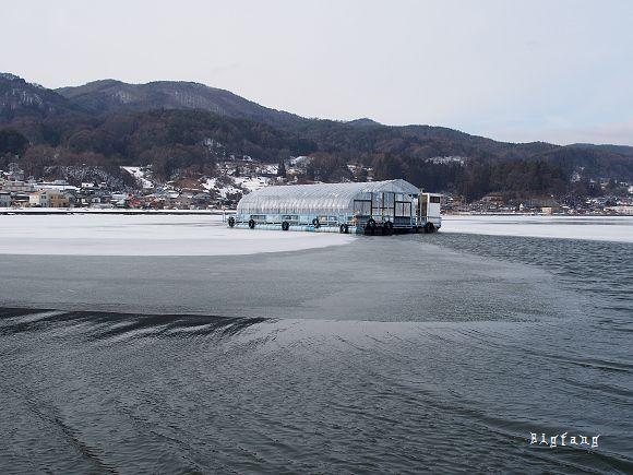 [日本.長野縣] 諏訪市 諏訪湖 @ 難忘的體驗~搭船到冰湖上魚屋釣魚~ 二月份造訪日本長野縣時,仍然是冰雪一片,就連長野縣最大的諏訪湖也結冰啦, 小時候有讀過臥冰求鯉,不過今天我們可是要搭著小船,到諏訪湖中的魚屋釣魚啦~    Read more: http://lohas.pixnet.net/blog/category/1756421#ixzz3vjhtrIId