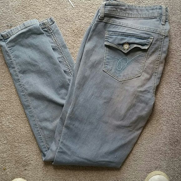 """Bongo jeans skinny Bongo jeans skinny 2 back pockets that button with buttons light denim with white stitch button and zipper with button being a jewel/ bead light blue with white stitch Waist 17"""" Hips 19"""" Rise 9"""" Length 38"""" BONGO Jeans"""