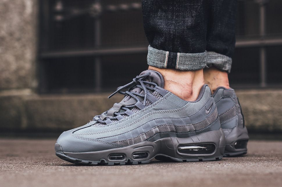 7faf4e7f74eeea On Foot  Nike Air Max 95 Essential