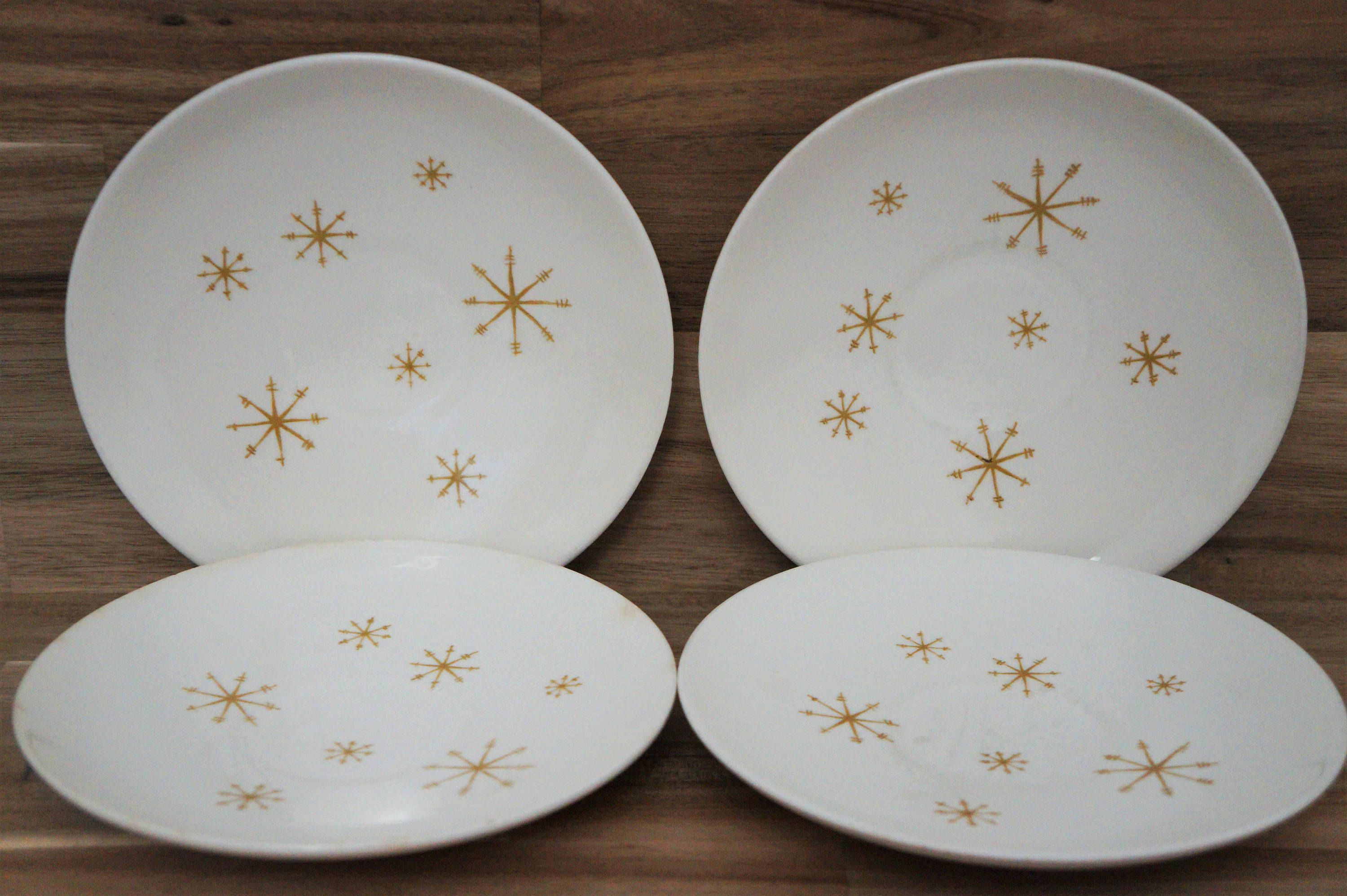 Items similar to Set of 4 Snowflake Plates / Vintage / Desserts Plate Set / Mid Century / 1950s / Christmas Plates / Christmas Dessert Plates / on Etsy & Excited to share the latest addition to my #etsy shop: Set of 4 ...