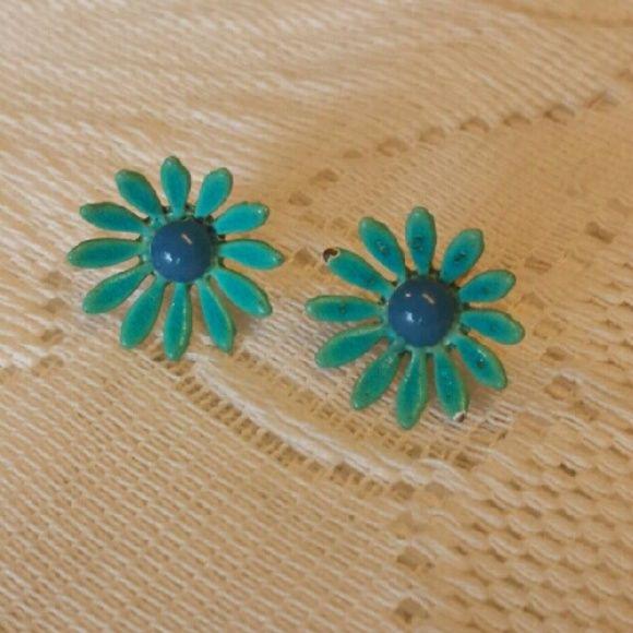 Vintage Teensy Enamel Daisies Vintage and sweet pierced daisy earrings. Vintage  Jewelry Earrings