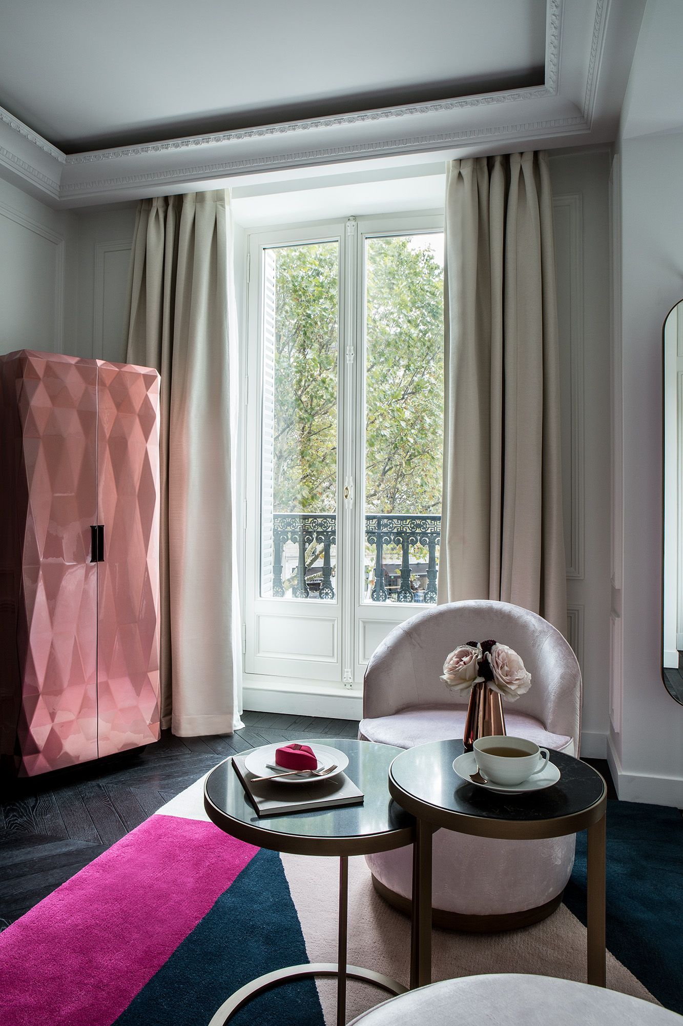 Roche Bobois Paris 7 roche bobois has designed a gourmet bar for the 'fauchon l
