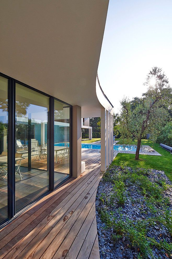 Contemporary House in Bordeaux by Hybre Architecte ...