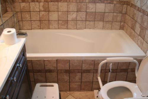 American Standard Evolution 6 Ft Acrylic Bathtub In White