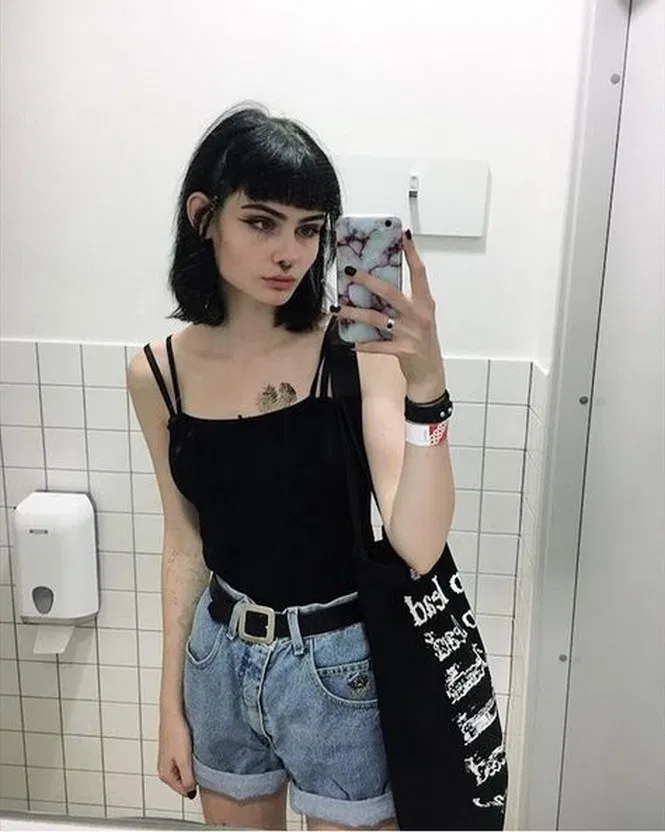 52 Clothes Indie Alternative Fashion Ideas For 2019 9 Inspiredesign Indieoutfits Indieoutfitsideas Indieoutfitsd Goth Hair Grunge Hair Alternative Fashion